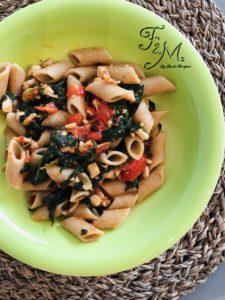 pasta in zimino a modo mio con spinaci e filitti di merluzzo e pomodori datteri piatto unico ideale per un pranzo leggero